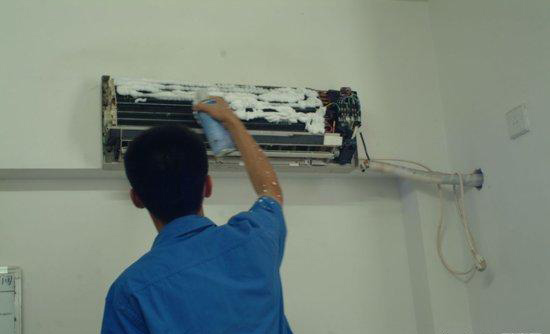 使蒸发器得不到制冷剂而不能制冷;(3)压缩机的压缩阀门漏气;(4)四通阀图片